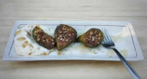 Caramelized Figs with Yoghurt and Granola